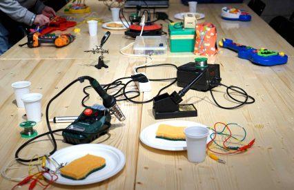 MC - Atelier Circuit Bending Crédits Fred Exp 02